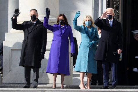 WASHINGTON, DC - JANUARY 20: (L-R) Doug Emhoff, U.S. Vice President-elect Kamala Harris, Jill Biden and President-elect Joe Biden wave as they arrive on the East Front of the U.S. Capitol for  the inauguration on January 20, 2021 in Washington, DC. (Photo by Joe Raedle/Getty Images)