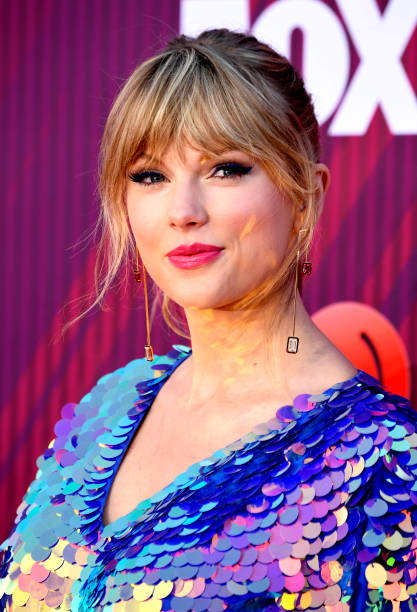 LOS ANGELES, CALIFORNIA - MARCH 14: Taylor Swift arrives at the 2019 iHeartRadio Music Awards which broadcasted live on FOX at Microsoft Theater on March 14, 2019 in Los Angeles, California. (Photo by Frazer Harrison/Getty Images)